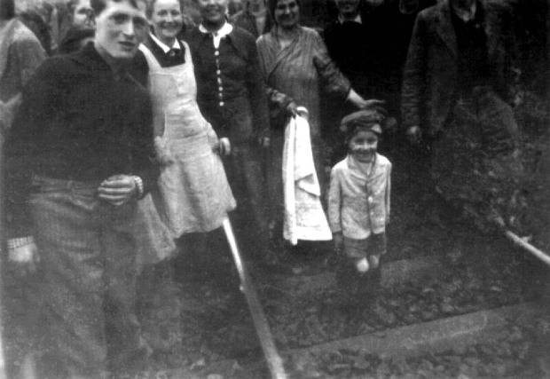 Jewish prisoners after being liberated from a death train, 1945 small (5)