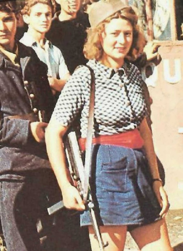 Simone Segouin, the 18 year old French Résistance fighter, 1944 (1)