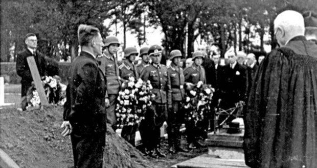 A RAF airman is buried with full military honors by occupying German soldiers, Channel Islands, 1943 (3)