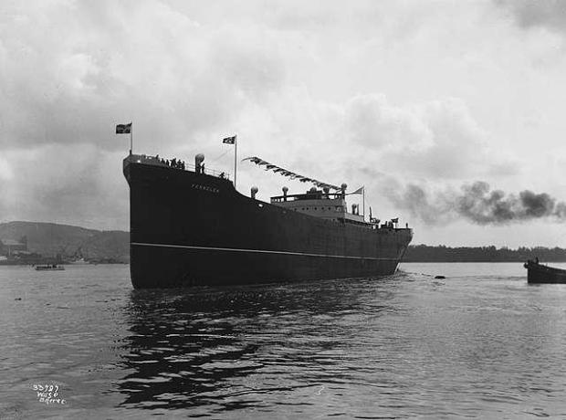 MS_Fernglen_after_being_launched_at_Akers_Mekaniske_Verksted_(1929)
