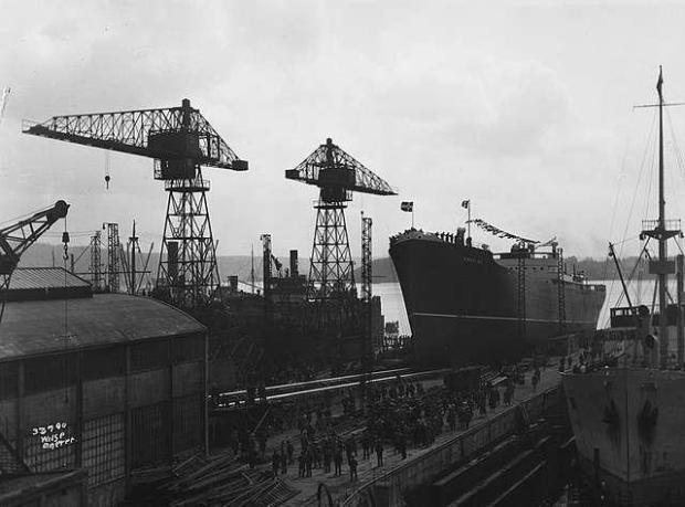 MS_Fernglen_being_launched_at_Akers_Mekaniske_Verksted_(1929)