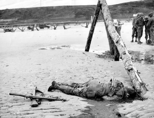 Omaha_Beach_American_Casualty