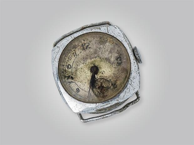 5.-Gebombardeerd-horloge1