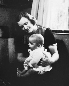 Marion_Pritchard_with_Erica_Polak_in_1944