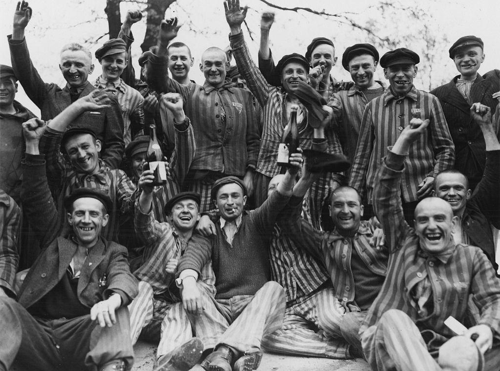 1024px-Toasting_Polish_Dachau